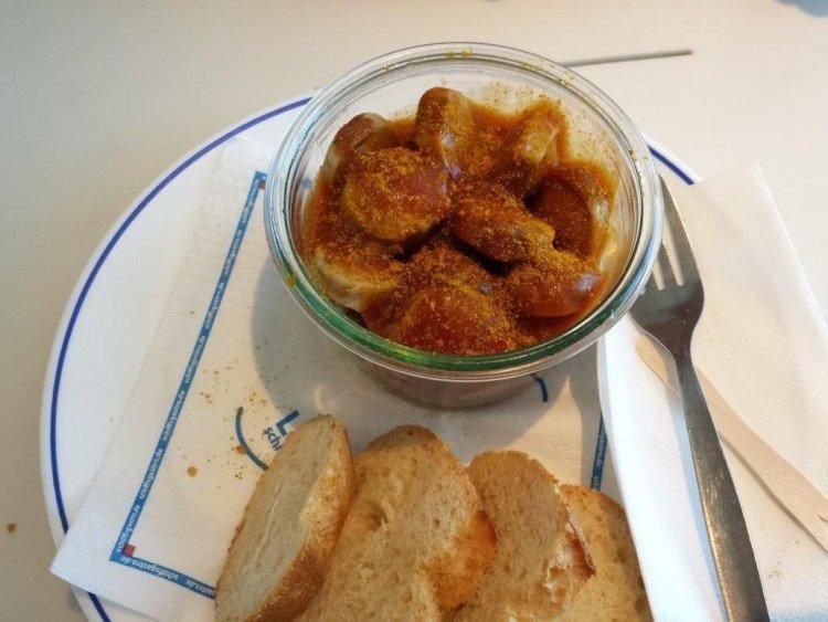 Currywurst auf der W.D.R. Fähre